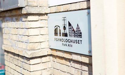 Skilt til psykologhuset Park Allé